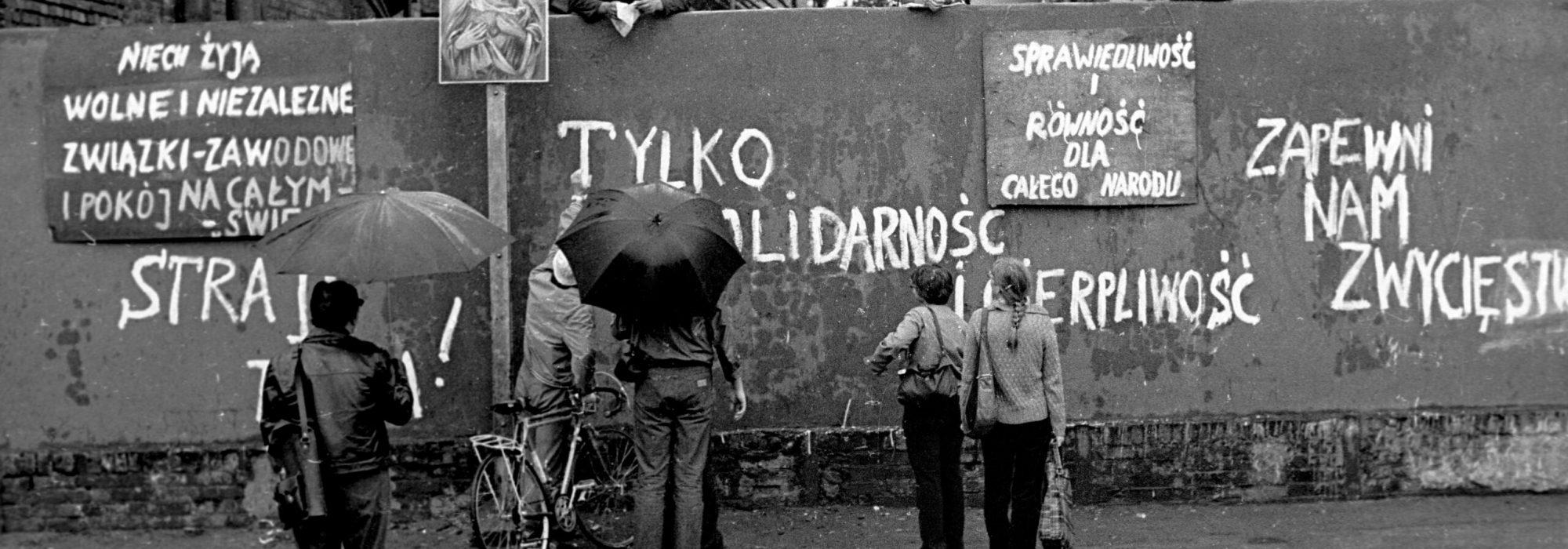 Gdansk. 14-31.08.1980 r. Strajk okupacyjny w Stoczni Gdanskiej im. Lenina, sierpien 1980 (14-31.08.1980). Akceptacja czesci z 21 postulatow.,Image: 431171271, License: Rights-managed, Restrictions: UWAGA!!! Cena minimalna dla publikacji w prasie i ksiazkach - 200 PLN xxxx, Model Release: no, Credit line: Slawek Bieganski / Forum