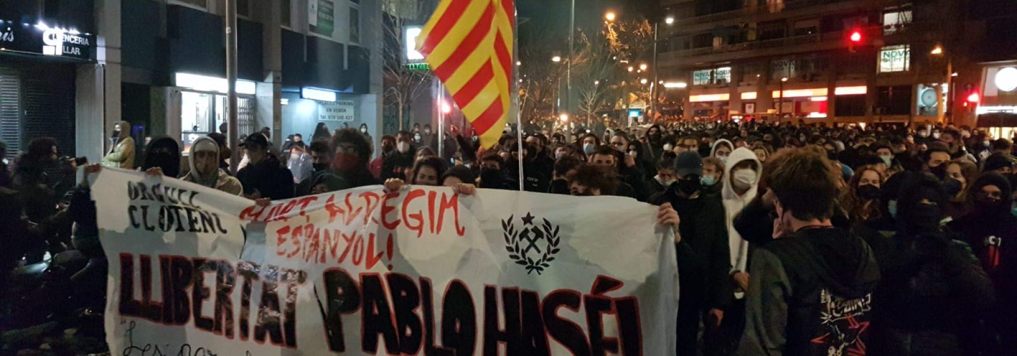 Protestes_contra_l'empresonament_de_Pablo_Hasél,_manifestació_a_Barcelona