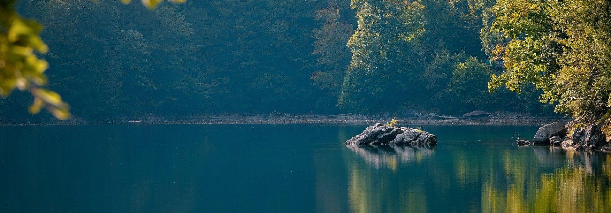 lake-g82b6cb42d_1920